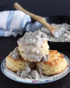 buttermilk-biscuits-with-sausage-gravy-096