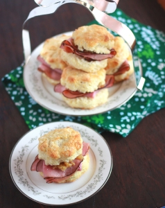 mini-ham-sandwiches-on-buttermilk-biscuits-with-pineapple-chutney-041