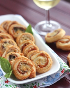 prosciutto-and-gruyere-pinwheels-140