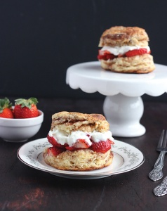 strawberry-shortcakes-with-cinnamon-sugar-biscuits-026